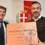 Parco Fornaci, consegnata la nuova targa del Parco della Memoria